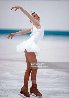 oksana-eiskunstlaeufer-topless-baiul-bilder-bild-hand-im-bikini