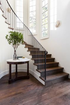 Fresh ideas for small entryways 00039 Entryway Furniture: Do Not Neglect Your Foyer! Is your houses Foyer Staircase, Interior Staircase, Curved Staircase, Stair Railing, Staircase Design, Staircase Landing, Stair Design, Stairs Architecture, Staircase Ideas