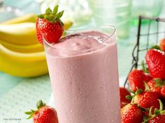 Los batidos de fruta son bebidas saludables para tomar a cualquier hora e ideales para complementar tus comidas.  ¡Banano y fresa es una buena combinación!
