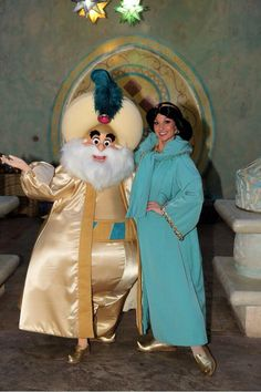 Jasmine and her father at Disney Paris Meet and Greet for a Limited Time Magic Walt Disney Florida, Parc Disneyland, Disney Parks, Animated Disney Characters, Disney Characters Costumes, Disney World Characters, Disney Cast, Disney Love, Costume Ideas