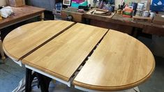 Golden Pine Wood Dining Table Top before Refinishing Refinish Dining Tables, Refinishing Kitchen Tables, Refinished Table, Dining Table Makeover, Pine Dining Table, Oak Table, Dining Room, Painted Table Tops, Farmhouse Style Coffee Table