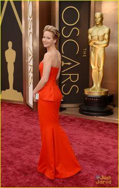 Jennifer Lawrence Slips On Oscars 2014 Red Carpet | jennifer lawrence 2014 oscars slip carpet 02 - Photo