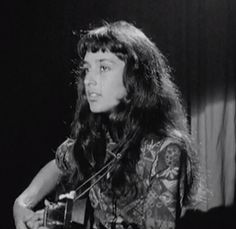 "17-Year-Old Joan Baez Performs at Famous ""Club 47″ in Cambridge, MA (1958)"