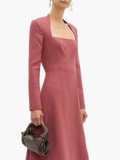 Chic Dress, Dress Up, Neckline Designs, Emilia Wickstead, Fashion Details, Fashion Design, Square Necklines, Square Neckline Dress, Necklines For Dresses
