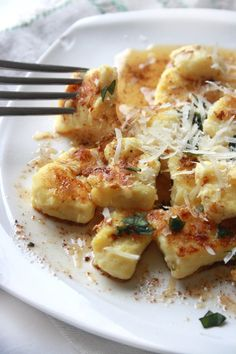 Ricotta Gnocchi with Browned Butter Garlic Basil Sauce #juliesoissons