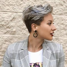 Bold styles of pixie haircuts for short hair worn by he top famous ladies in year This amazing pixie haircut is really fantastic style for all the women just to make them look more elegant… Pixie Haircut For Thick Hair, Thin Hair Haircuts, Short Pixie Haircuts, Pixie Haircut Color, Boy Haircuts, Style Short Hair Pixie, Thin Hair Pixie, Women Pixie Haircut, Pixie Haircut Styles