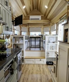 49 Stunning Tiny House Interior Design Ideas Tiny House On Wheels design House ideas Interior Stunning Tiny Tyni House, Tiny House Cabin, Tiny House Plans, Tiny House On Wheels, Tiny House Office, Best Tiny House, Modern Tiny House, Tiny House Movement, Small Room Design