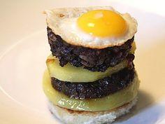 Pincho de Morcilla de Burgos con queso de cabra y patata cocida