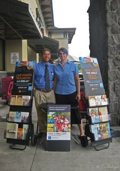 Hilo, Hawaii - Public witnessing, 2014. Learn more about this international Bible educational work at JW.org. #literature_cart