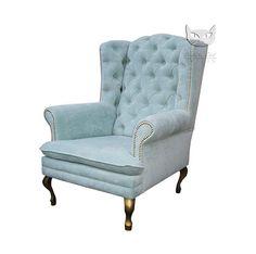 Królewski fotel z pikowanym oparciem i dekoracyjnymi ćwiekami - Fotele