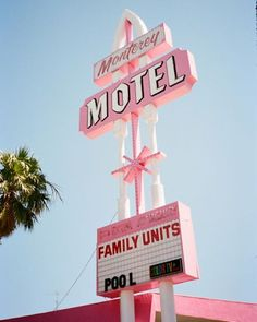 Monterey Motel, we're inspired by vintage / retro signs! Vintage Signs, Retro Vintage, Vintage Love, Vintage Photos, Roses Tumblr, Tout Rose, Photocollage, Pink Lady, Photo Wall Collage