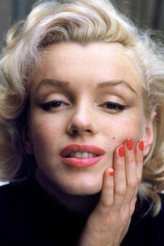 Marilyn Monroe Painting, Marilyn Monroe Poster, Marilyn Monroe Portrait, Marilyn Monroe Quotes, Marilyn Monroe Makeup, Hollywood Stars, Old Hollywood, Marilyn Moroe, Pose Reference Photo