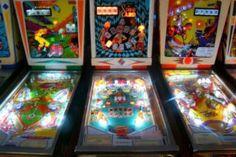 Pinball Hall of Fame – Las Vegas  Você lembra dos jogos de pinball? Para quem não conhece - afinal eles deixaram de ser populares há muito tempo, mesas de pinball são jogos em que você tenta controlar uma ou mais bolas em uma mesa com o auxílio de flippers (daí o nome fliperama)...