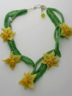 Best Seed Bead Jewelry 2017 Forever Spring Daffodil - My site Bead Jewellery, Seed Bead Jewelry, Seed Beads, Beaded Jewelry, Beaded Bracelets, Seed Bead Flowers, Beaded Flowers, Cascading Flowers, Baubles And Beads