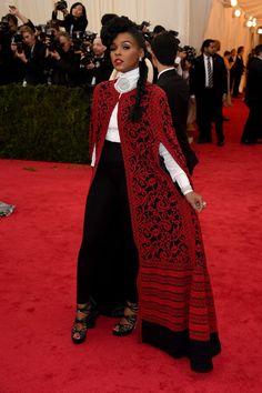 Pin for Later: Seid glamourös oder lasst es sein: Alle Stars vom roten Teppich der Met-Gala! Janelle Monae