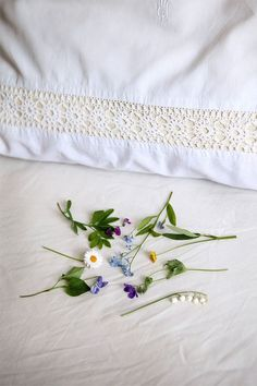Midsummer tradition: On their way home from the festivities, girls and young women are supposed to pick seven different species of flowers and lay them under their pillows. At night, their future lover will appear to them in a dream.