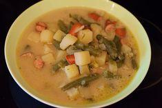 Grüne Bohnensuppe - Schnippelbohnensuppe mit Würstchen. #rezept #kochen #suppe