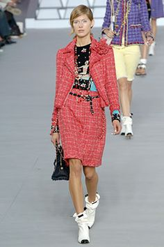 Chanel Spring 2006 Ready-to-Wear Collection Slideshow on Style.com