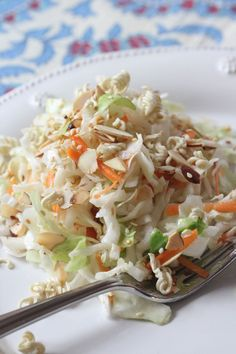 This is the perfect compliment to the Turkey Meatloaves served up on the blog.. So good!!!  #recipe #coleslaw #asian @RidgelysRadar