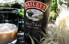 This Copycat Baileys Irish Cream Recipe uses a few simple ingredients. This is the copycat Baileys Irish Cream Recipe and it tastes as good as the original. Homemade Baileys, Homemade Irish Cream, Homemade Liquor, Baileys Irish Cream, Homemade Alcohol, Baileys Recipes, Fudge Recipes, Copycat Recipes, Irish Recipes