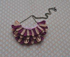Pavone coda tessile collana di Origami Beige e di madebyFira