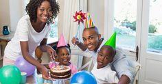 Por que eu não me sinto culpada por não fazer festas de aniversário extravagantes para meus filhos