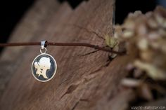 Zilveren hanger 'portretje' | Silver pendant 'portrait' Handmade Jewellery, Contemporary Jewellery, Artist At Work, Belly Button Rings, Washer Necklace, Cool Stuff, Inspiration, Jewelry, Biblical Inspiration