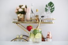 Moscow Mule, summer drink, cocktail, cheers, drink, drankje, lime, fresh, cold, summer, strawberry, turtle leaf, bar cart, gold