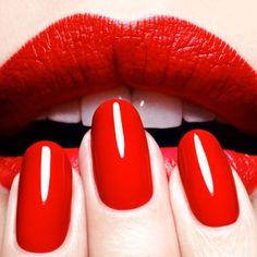 Smalto rosso: quale indossare nel periodo delle feste?