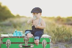 Another home team shout out today! We could not resist featuring this vintage inspired first birthday cake smash session for Milestone Monday! Thank you Audrey Fox Photography in Gilbert, AZ for this submission. This little guy is going to be such a heartRead more
