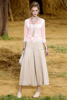 Chanel Spring 2010 Ready-to-Wear Fashion Show - Frida Gustavsson (IMG)