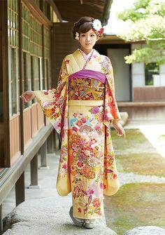 松と四季の花が気品を奏でる振袖。