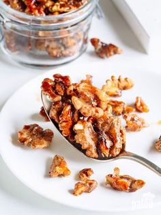 Cinnamon and Honey Roasted Walnuts Cinnamon Roasted Walnuts are the perfect snack to-go or a treat for when guests pop by. 1 cup raw walnut halves 1 tsp ground cinnamon 3 tbsp Paleo-friendly raw honey pinch of salt Walnut Recipes, Paleo Recipes, Snack Recipes, Tostadas, Paleo Grubs, Paleo Diet, Vegetarian Keto, Paleo Food, Yummy Food