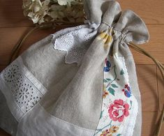 Tea Party Favors, String Bag, Linen Bag, Fabric Bags, Handmade Bags, Bag Storage, Needlework, Sewing Projects, Applique