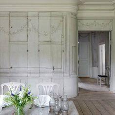 The gustavian dining room at Krusenberg manor house. / Underbara väggmålningar på Krusenberg herrgård. Se mer i mitt och fotografen Carolina Romares reportage i senaste numret av Antik & Auktion