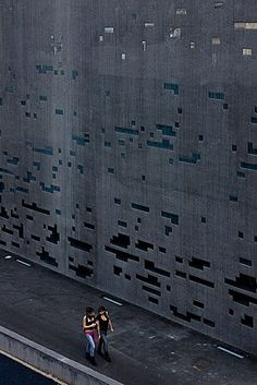 Concrete wall with voids