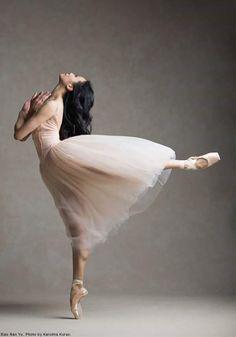 Xao Nan Yu National Ballet of Canada Photo © Karolina Kuras < ballet pose