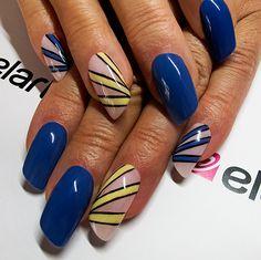 Created by: -Lacogel 431: https://elarto.pl/lakier-hybrydowy-kolorowy-z-brokatem/7138-elarto-lakier-hybrydowy-lakierozel-kolorowy-lacogel-hybrid-nail-color-nr-431-czarny-15ml.html -Lacogel 446: https://elarto.pl/lakier-hybrydowy-kolorowy-z-brokatem/7104-elarto-lakier-hybrydowy-lakierozel-kolorowy-lacogel-hybrid-nail-color-nr-446-zolty-neon.html