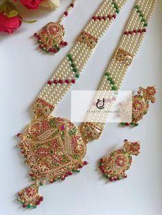 Pearl Bridal Jewelry Sets, Indian Jewelry Sets, Bridal Bangles, Wedding Jewelry, Pearl Necklace Designs, Jewelry Design Earrings, Gold Earrings Designs, Beaded Jewelry, Nizam Jewellery