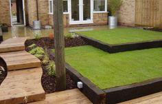 Bildresultat för using railway sleepers in garden design Back Gardens, Small Gardens, Outdoor Gardens, Lawn Edging, Garden Edging, Garden Borders, Grass Edging, Tiered Garden, Wooden Garden