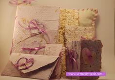 Carta riciclata fatta con telai in legno con fiori di lavanda per ogni evento e personalizzabile