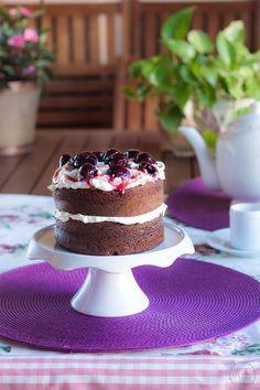 Sueños de amor y canela: Pastel de chocolate y café con guindas al vino