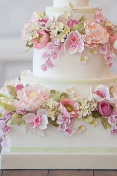 Sugar flowers cake