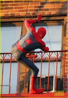 tom holland performs his own spider man stunts on nyc fire escape 03