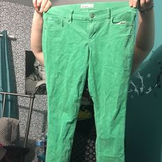 Light green old navy skinny jeans Super cute and soft old navy skinny jeans! I love old navy's jeans because they fit perfectly on short girls 4'11-5'4! Only worn maybe twice. Make me offers ladies!! Old Navy Pants Skinny