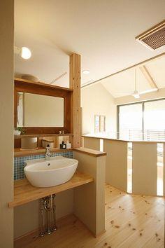 写真12|Y様邸(H24.4.23更新) Home Room Design, House Design, Room Design, Small Toilet Room, House Rooms, House Styles, Small Toilet, Round Mirror Bathroom, Wash Stand