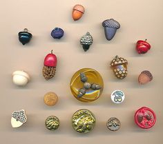 18 acorn buttons