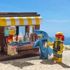 "2,369 Likes, 12 Comments - Brick Explorer  (@brickexplorer) on Instagram: ""Feed my shark!!!  Пока меня не сожрали. ... #brickcentral #lego_hub #lego #sharks #shark"""
