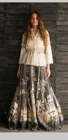 37 Ideas skirt outfits indian boho style for 2019 Lehenga Designs, Choli Designs, Blouse Designs, Indian Designer Outfits, Indian Outfits, Designer Dresses, Stylish Dresses, Casual Dresses, Fashion Dresses