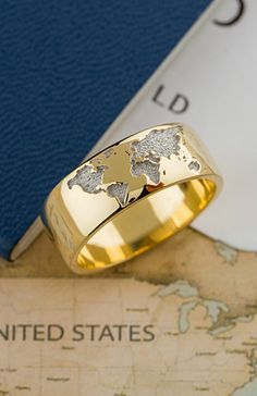 World map ring. Gold ring. mens ring, womens ring, gold band, wedding band, destination wedding. #weddingband #destinationwedding # travel #aroundtheworld #travelwedding #weddingring